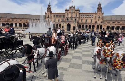 Concentración de Carruajes en la Plaza de España. Foto de Juan Carlos Vazquez del Diario de Sevilla